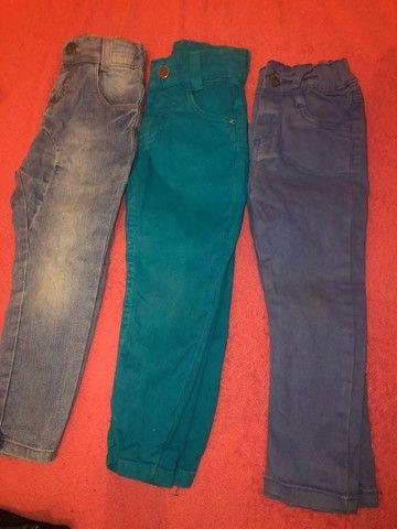 Lote de roupa calça jeans ,shot e bulsa da Cea 15$ - Foto 4