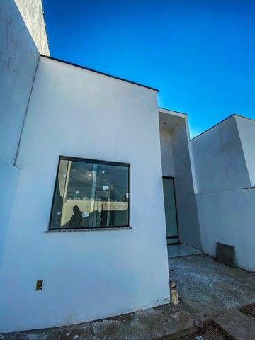 Casas de 2/4 com suíte, pé- direito duplo, fachada moderna, pronta para morar! - Foto 3