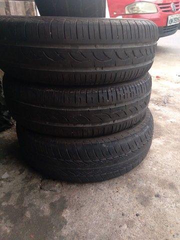 Vendo 4 pneus 14 seminovos e 2 meia vida - Foto 4