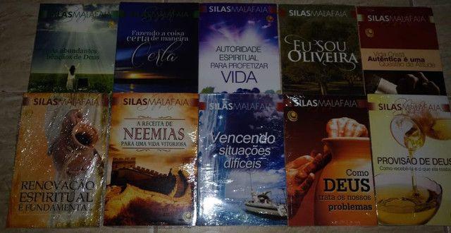 Coleção de livros do Silas Malafaia
