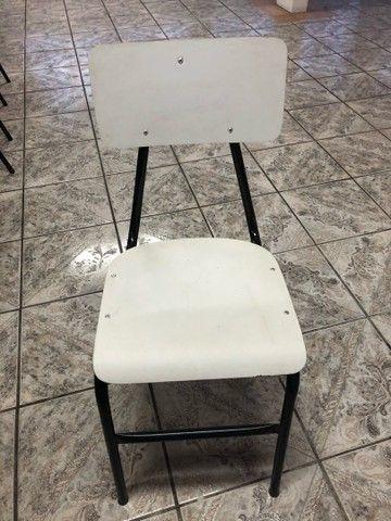 Lote com 8 cadeiras de madeira