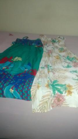 Vendo dois vestidos longos semi novos