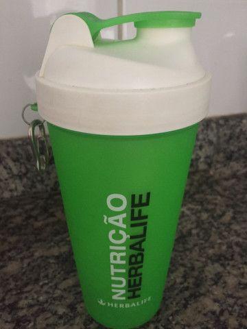Kit Shakeira com mola 700ml + Colher Medidora Herbalife - Foto 2