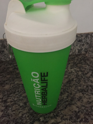 Kit Shakeira com mola 700ml + Colher Medidora Herbalife