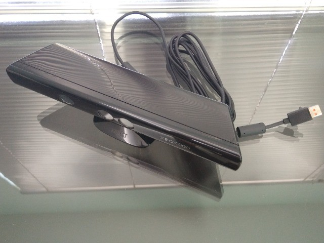 Sensor Kinect Modelo 1473 Para Xbox 360 Da Microsoft + Jogo - Foto 3