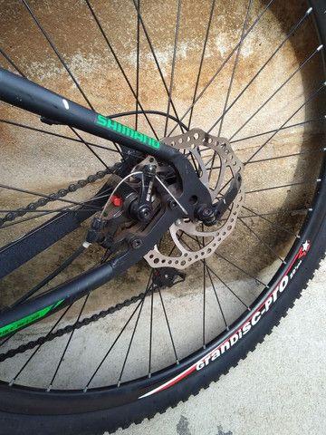 Bike de trilha semi nova sem detalhes pouco usada - Foto 3