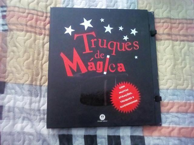 Vendo kit de mágica com livro