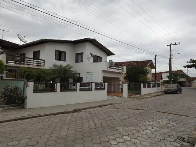 Sobrado central na Praia c/ 03 suítes mais 04 dormitórios! Ideal para aluguel de quartos - Foto 14