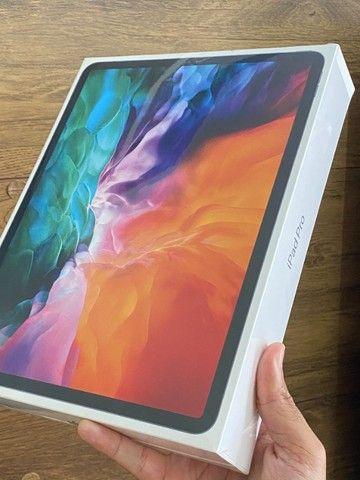 iPad Pro 2020 128GB 256GB 12.9 Pol Retina - Lacrado 1 ano de garantia! 256 128 gb - Foto 2