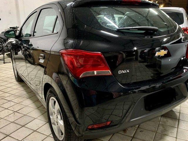 GM Onix LT 1.4 Flex  2019 c/ My link e rodas - Foto 6