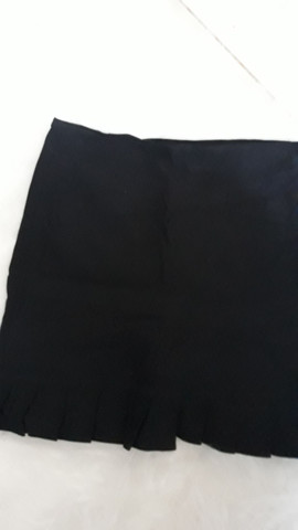 2 short saias preto e branco tamanho M - Foto 3
