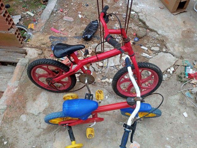 Duas bicicleta  infantil