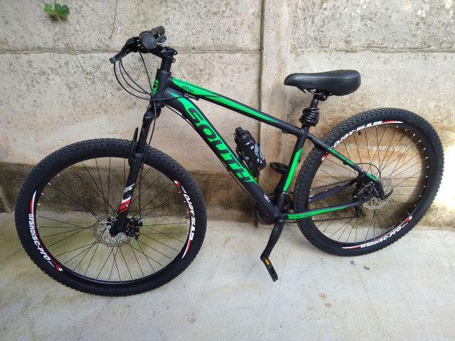 Bike de trilha semi nova sem detalhes pouco usada - Foto 5