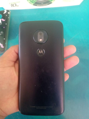 Moto G7 play com a tela trincada