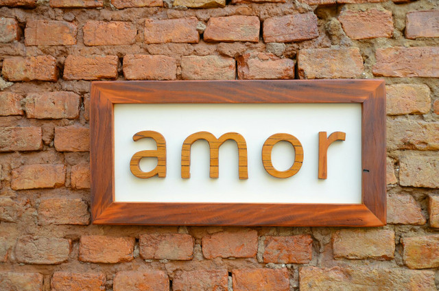 placa quadro de mensagem amor em madeira de demolição peroba rosa