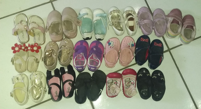 Vendo lote de sandália de menina
