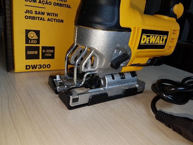 Serra Tico-tico 500W c/ base ajustável DW300 DeWalt - Foto 5