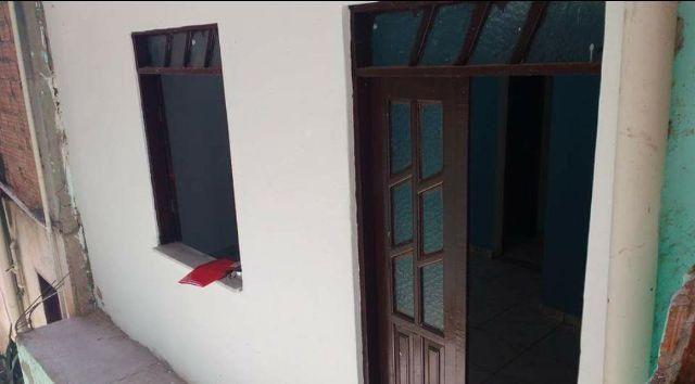 Casa 2 quartos, banheiro, área de serviço
