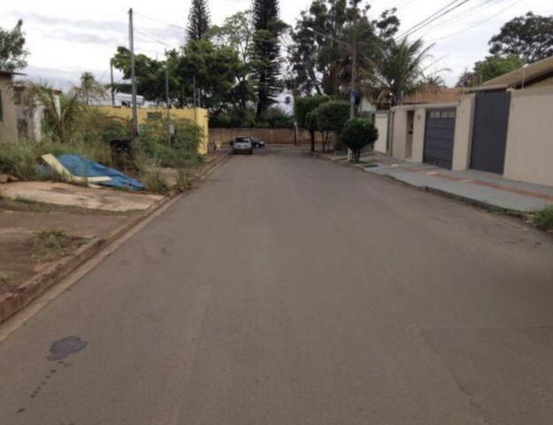 Terreno Itatiaia 3 barras no asfalto