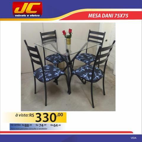 Mesa Dani de vidro com 4 cadeiras. Montagem grátis