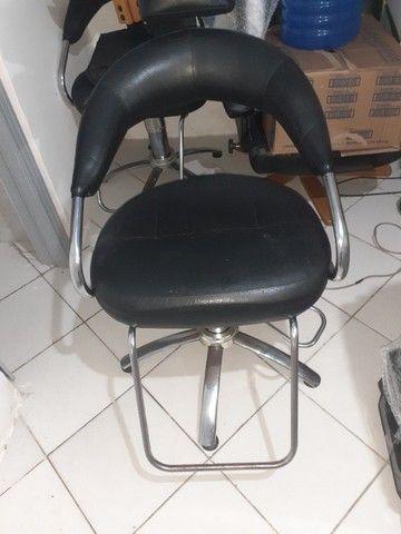 Cadeira Com Estofado De Couro Para Cabeleireiros