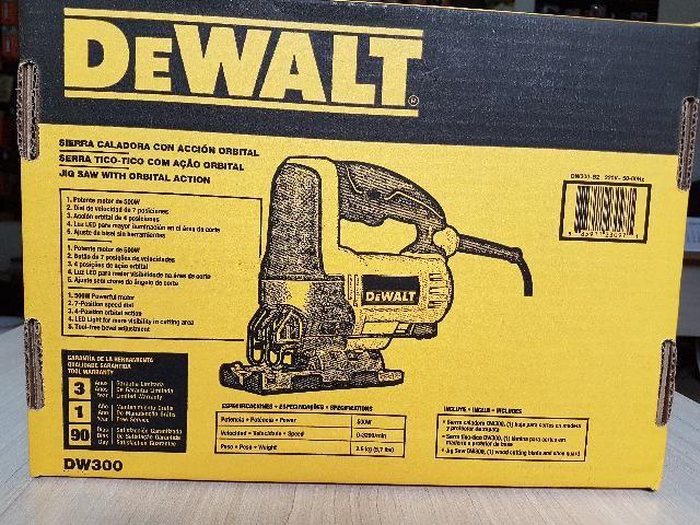 Serra Tico-tico 500W c/ base ajustável DW300 DeWalt - Foto 3