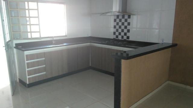 Vendo casa em Águas Lindas, com 3 Quartos, 2 Ban. / 2 Gar. + 2 Kits, independentes - Foto 2