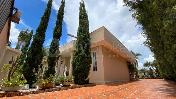 Casa com 4 quartos - Bairro Setor Central em Morrinhos - Foto 4