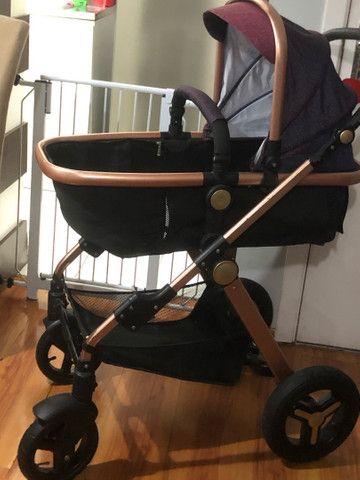 Carrinho de bebe importado, acompanha bebe conforto que encaixa no carrinho - Foto 3