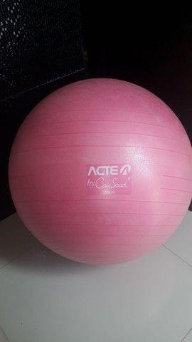 Bola para pilates, yoga Apenas R$100,00 de 65,00 Cm...  - Foto 3