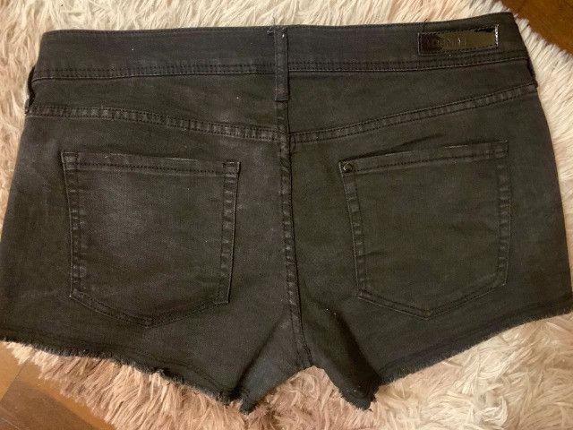 Short jeans preto H&M com tachinhas - Foto 2