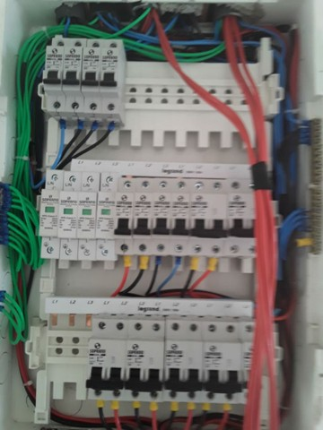 Serviços de eléctrica e pintura en geral