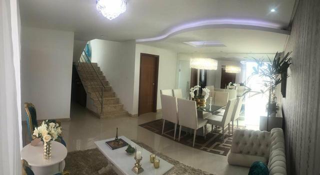 Casa Duplex com 4 quartos sendo 3 suítes