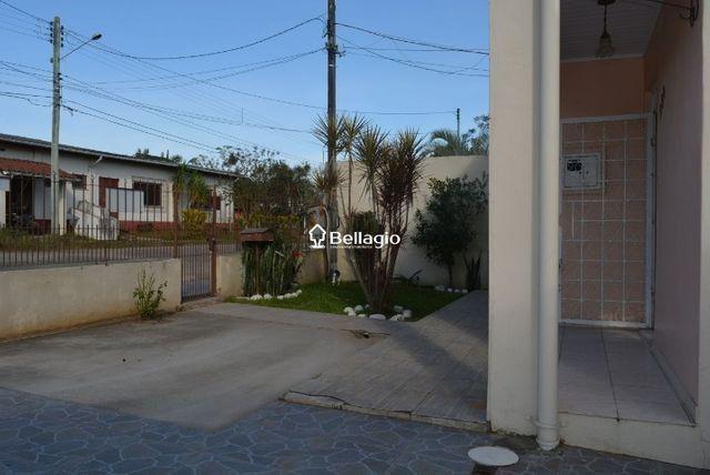 Casa com 4 dormitórios, vaga para 3 automóveis, hidromassagem e piscina - Foto 2