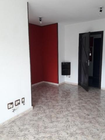 Apartamento 02 Quartos, Varanda, Estacionamento na Vila da Penha (Condomínio Fechado)
