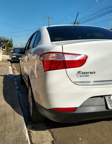 Grand Siena 1.6 Essence 2014 - Foto 3