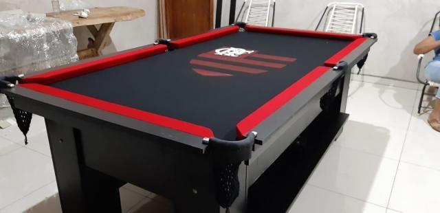 Mesa de Bilhar Cor Preta Tecido Preto Bordas Vermelhas Flamengo Modelo FLA1028