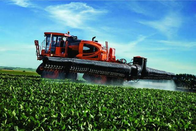 Máquinas agrícolas novos e usados