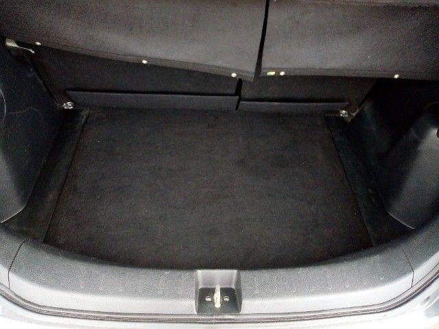 Honda Fit lxl flex 1.4 101cv cambio manual , dir hid, ar cond abs air bag  2010 - Foto 16