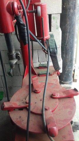 Desmontadora de pneus da marca Eldmont  R$  2.900,00 - Foto 5