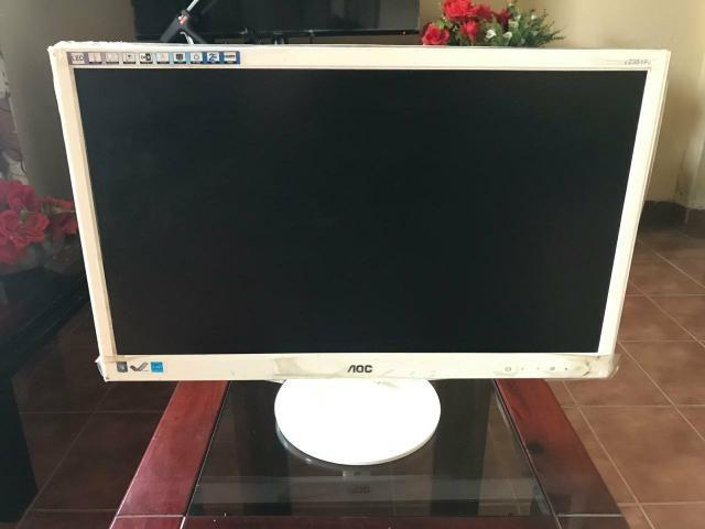 Monitor AOC branco de 23