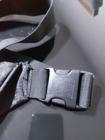 """Bolsa estilo """"pochete"""" nunca utilizada  - Foto 4"""