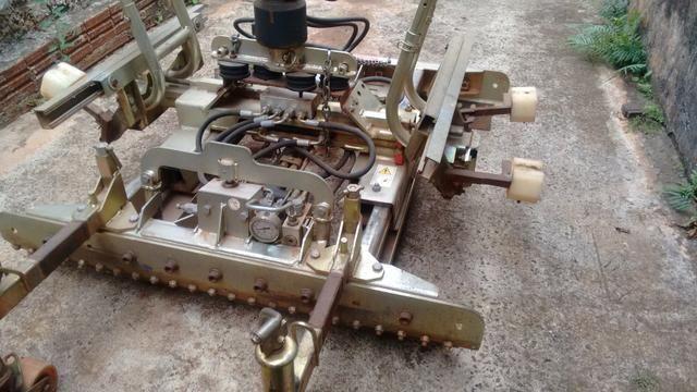 Vendo ou troco máquina de assentamento de paver - Foto 2