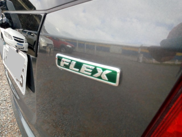 Honda Fit lxl flex 1.4 101cv cambio manual , dir hid, ar cond abs air bag  2010 - Foto 17