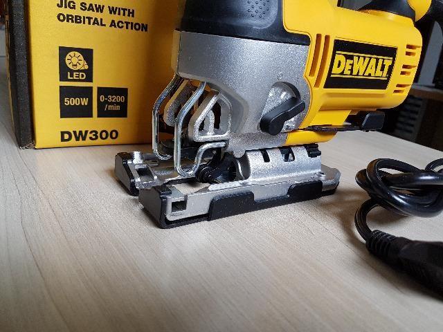 Serra Tico-tico 500W c/ base ajustável DW300 DeWalt - Foto 6