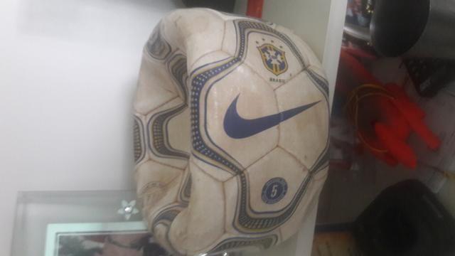Bola de Futebol Relíquia da Copa do mundo da partida Brasil x Venezuela em São luis - Foto 6