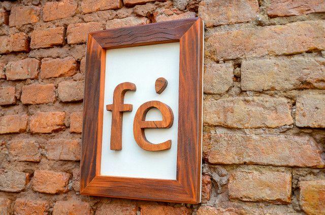 placa quadro de mensagem fé em madeira de demolição