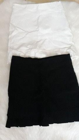 2 short saias preto e branco tamanho M