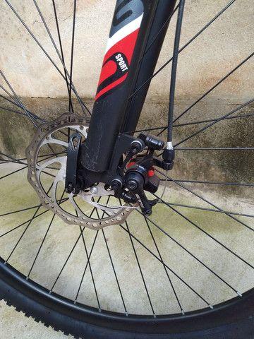 Bike de trilha semi nova sem detalhes pouco usada - Foto 4