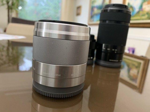 Lente E 50mm F/1.8 OSS Sony Prata